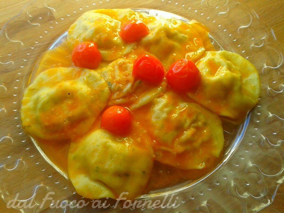 Ravioli al formaggio fresco e noci
