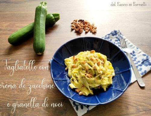 Tagliatelle con crema di zucchine e granella di noci