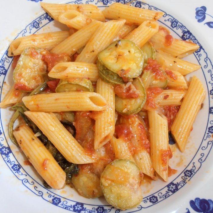 sugo di zucchine e pomodori freschi