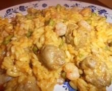 Risotto piccante con curry,peperoncino,piselli,carne e gamberi