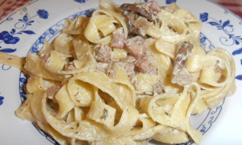 Tagliatelle panna pancetta e funghi porcini