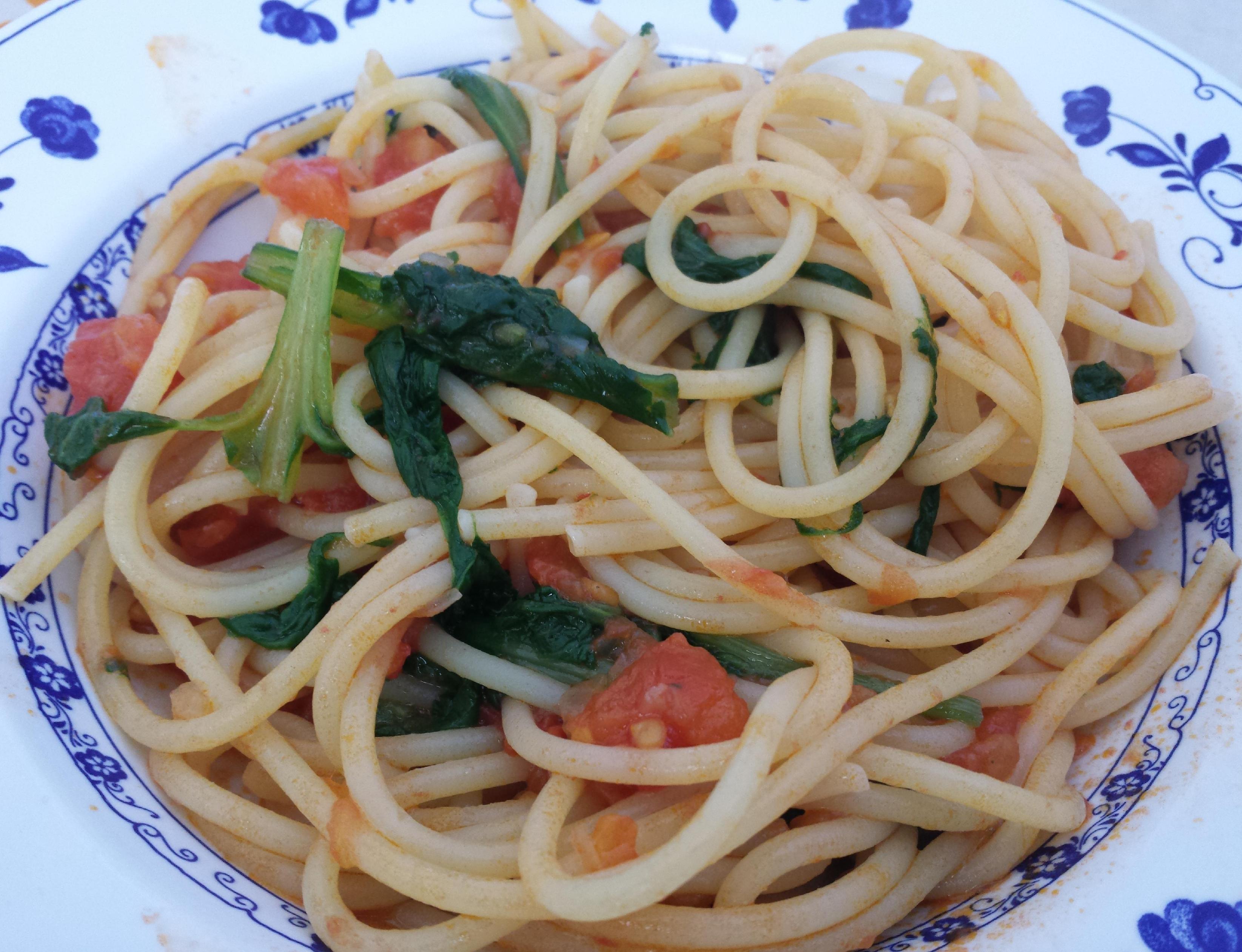 Spaghetti alle bietole e pomodorini