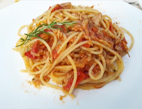 Spaghetti al tonno, pomodorini e rosmarino Ricetta veloce