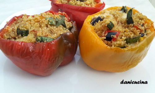 Peperoni ripieni di cous cous con verdure, tonno e mozzarella