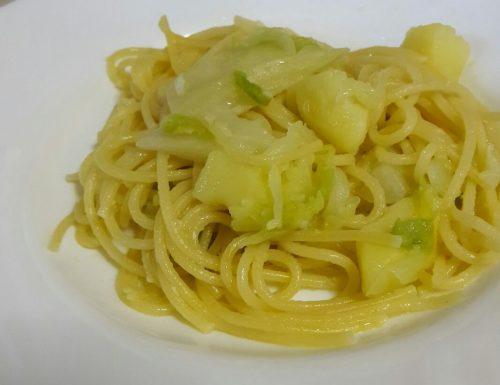 Pasta con verza e patate – light e ricca di fibre!