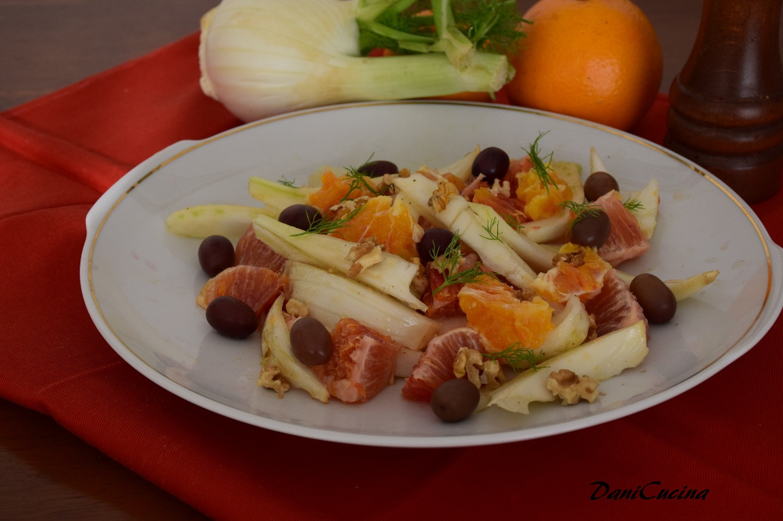 Insalata di finocchi e arance (con noci e olive)