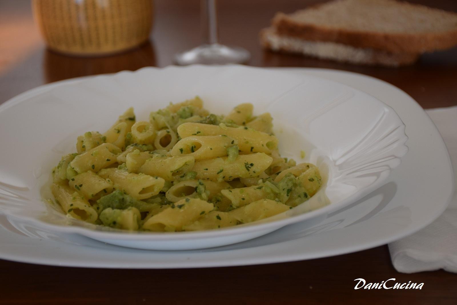 Pasta al pesto di broccolo romanesco