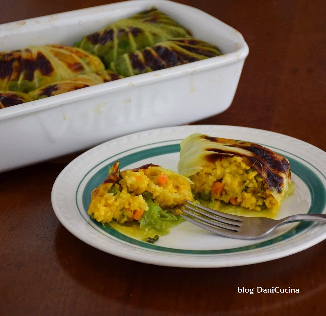 Involtini di verza vegan con riso curcuma e verdure