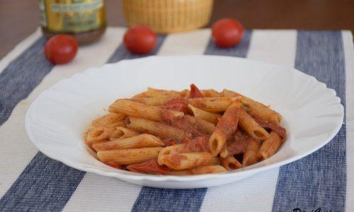 Pasta con pomodorini e paté di olive