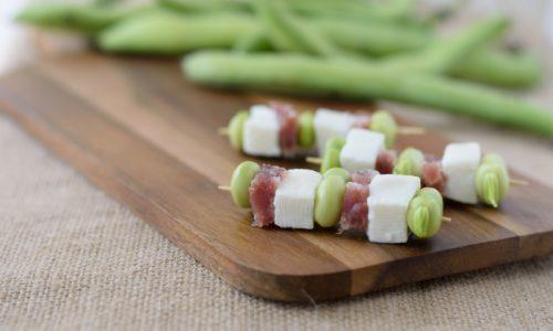 Spiedini di fave primosale e salame