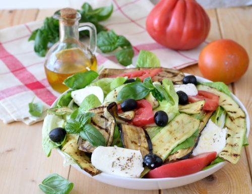 Insalatona con verdure grigliate e mozzarella
