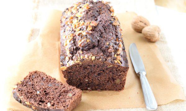 Plumcake al cacao e noci con gocce di cioccolato