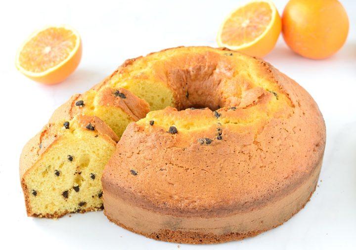Ciambellone arancia e gocce di cioccolato