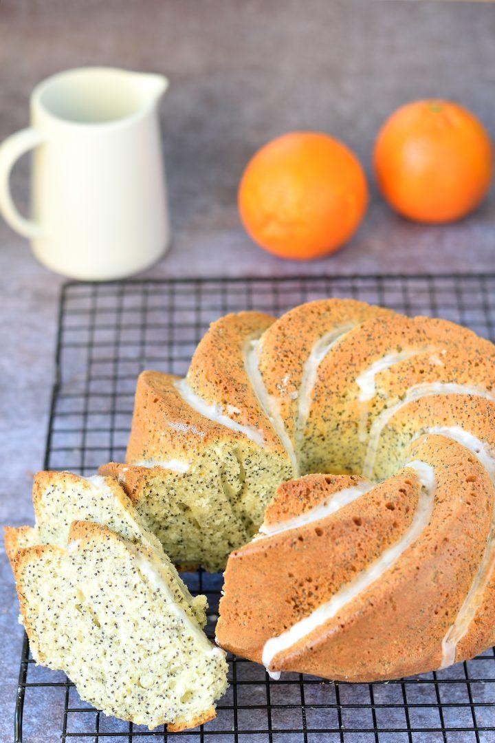 Ciambella all'arancia e semi di papavero