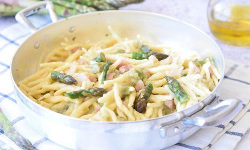 Pasta con Asparagi e Pancetta (cremosa e senza panna)