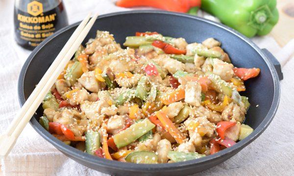 Pollo con verdure in salsa di soia