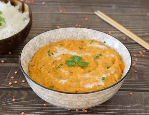 Dahl con lenticchie rosse al curry e latte di cocco