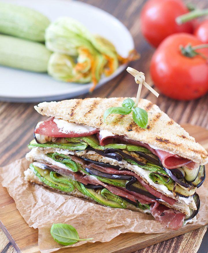Club Sandwich con Verdure Grigliate e Bresaola