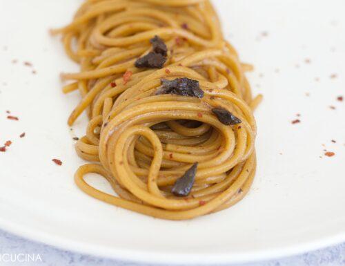 Spaghetti Aglio Nero Olio e Peperoncino
