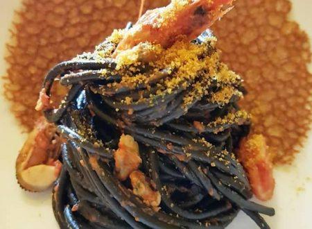 Spaghetto al nero di seppia ai frutti di mare con corallo al pomodoro