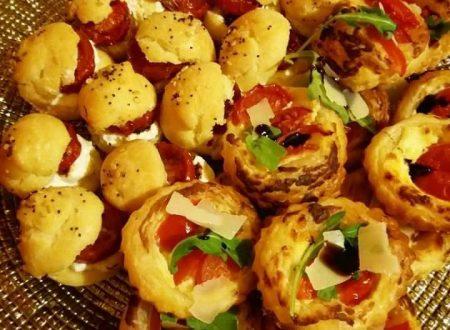 Pizzette sfoglia con robiola, pomodorini e rucola