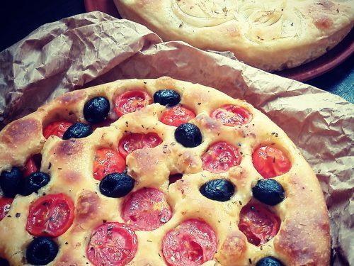 Focaccia barese, con pomodorini e olive e alle cipolle