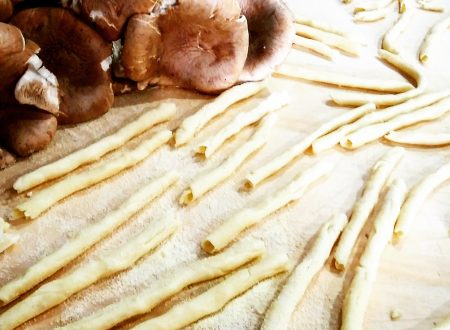 Maccarones de busa, tipica pasta tradizionale sarda