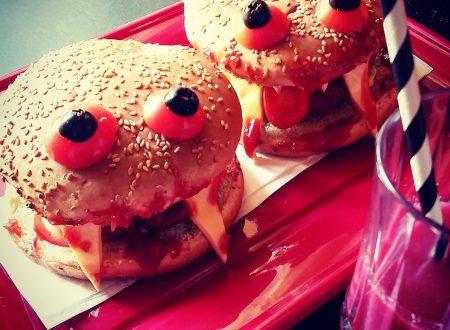 Cheeseburger mostruosi e succo di sangue