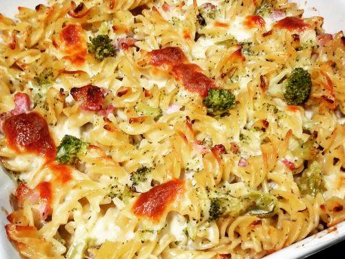 Fusilli al forno con broccoli, pancetta e provola affumicata