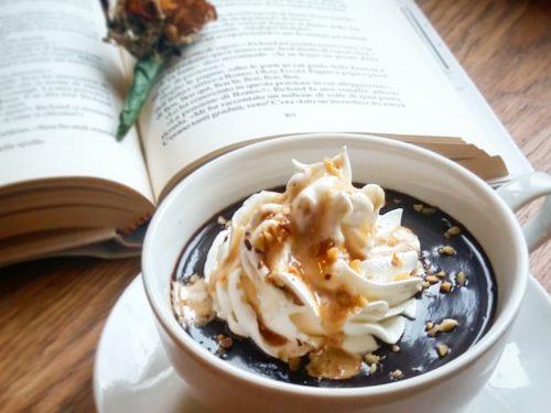 Cioccolata calda alla vaniglia fatta in casa