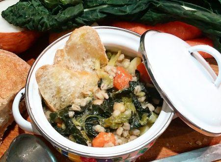 Zuppa di farro, ceci, verza e cavolo nero