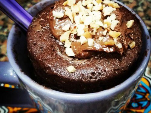 Mug cake al cacao con cuore morbido di Nutella