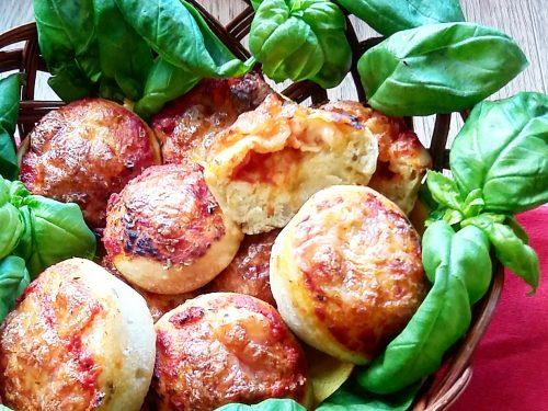 Muffins di pizza, ricetta sfiziosa e divertente