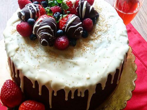 Drip cake super cioccolatosa ai frutti rossi