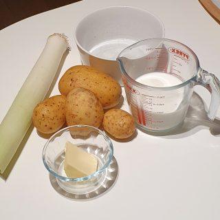ingredienti per il millefoglie di patate e porri