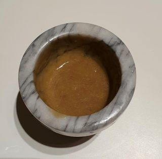 aggiunta olio alla salsa di alici