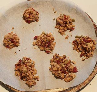 preparazione dei mucchietti di briciole