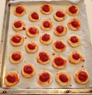 condimento con pomodoro delle pizzette rosse