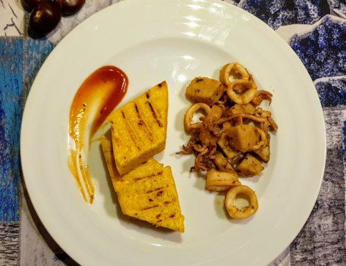 Polenta con spezzatino di calamari