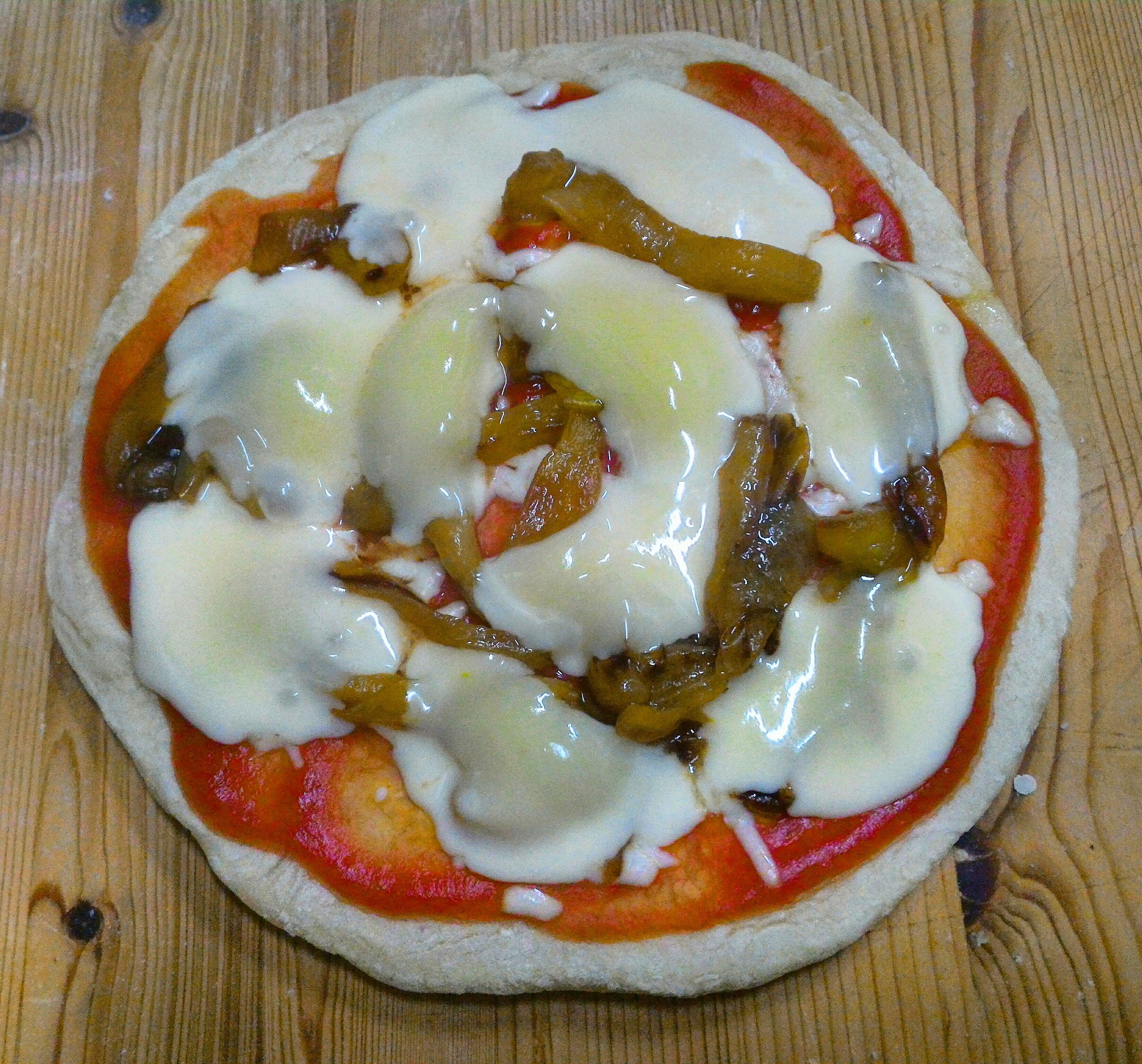 Pizza con peperoni e galbanino