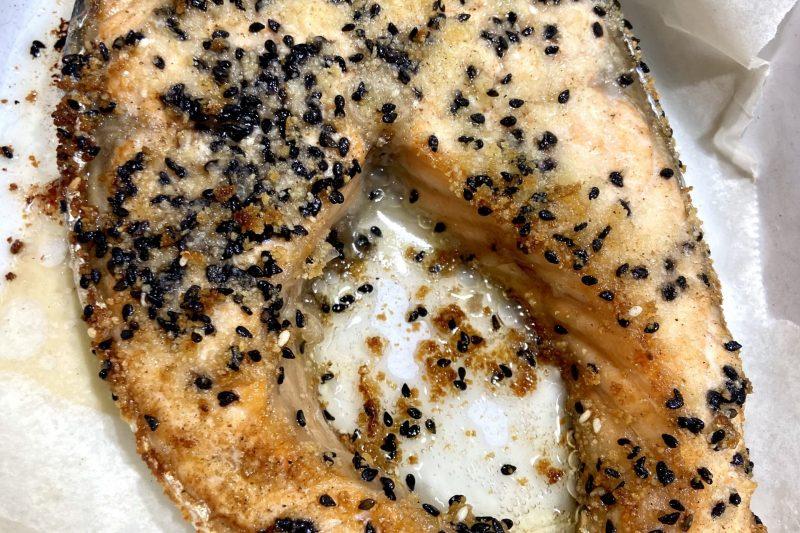 Salmone al forno con sesamo