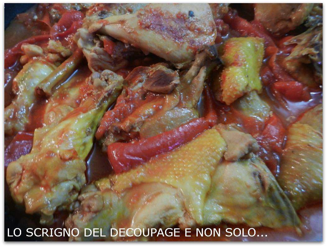Pollo con peperoni for Piatto tipico romano