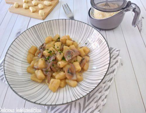 Gnocchi con salsa al tartufo e funghi