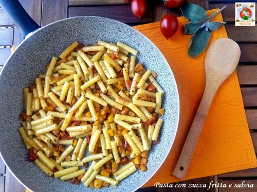 Pasta con zucca fritta e salvia