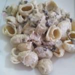 Pasta cremosa con radicchio e funghi