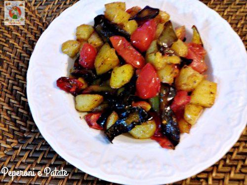Peperoni e patate contorno appetitoso