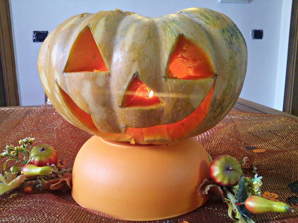 La zucca di halloween come si intaglia tutorial per zucca for Zucca halloween luminosa