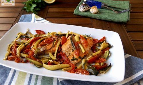 Filetti di salmone al forno con zucchine