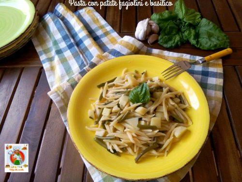 Pasta con patate fagiolini e basilico