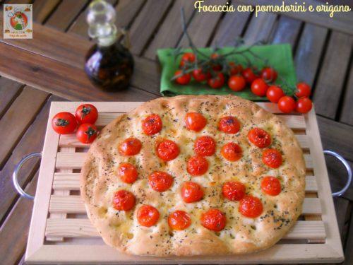 Focaccia con pomodorini e origano ricetta veloce